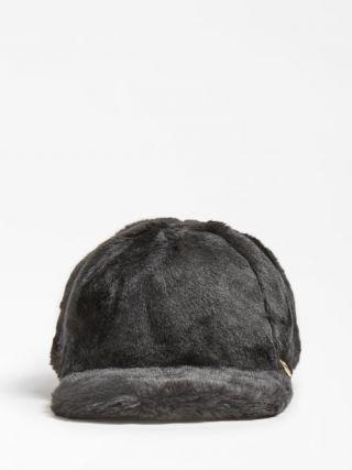 Guess пухкава шапка за момиче