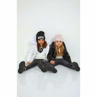 Guess зимна детска розова шапка за момиче с лого