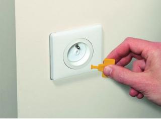 Safety 1st Предпазители за контакт с ключ за премахване (12+4бр./оп.)